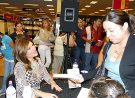 teresa-signing-books-at-borders